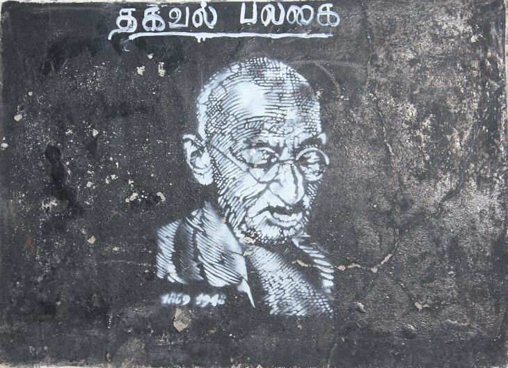 1280px-Street_art_gandhi_pondicherry