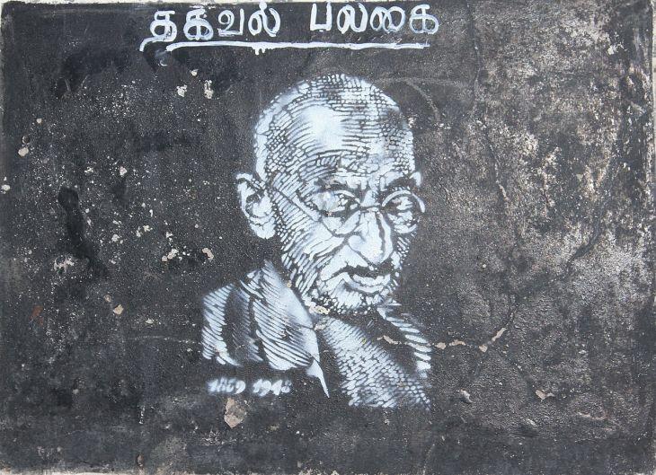 1280px-Street_art_gandhi_pondicherry